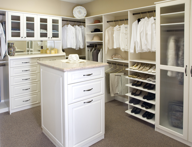 Master bedroom walk in closet designs home decorating ideas for Walk in closet decor